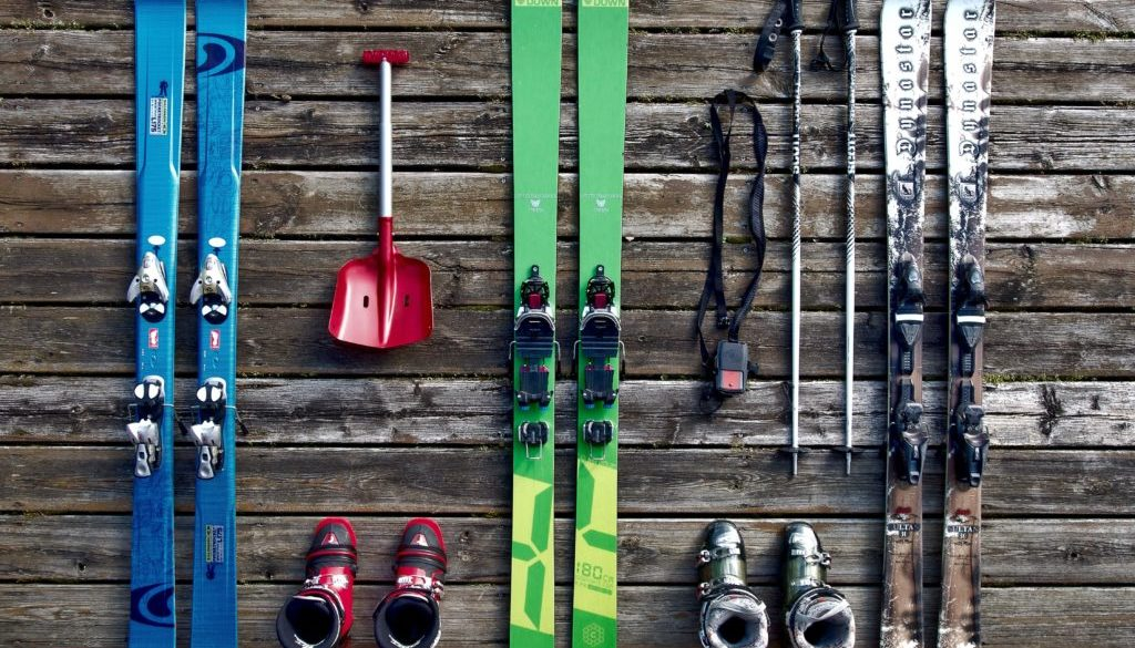 flatlay-of-skiing-equipment-257961